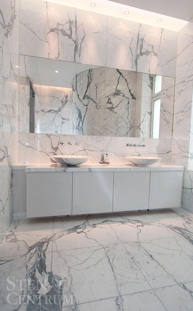 Prisat marmorbadrum i statuariomarmor