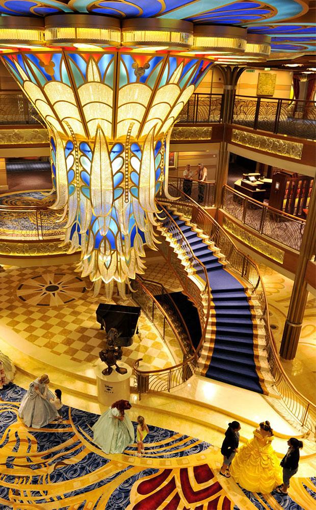 Inredning av marmor på kryssningsfartyget Disney Cruise Line
