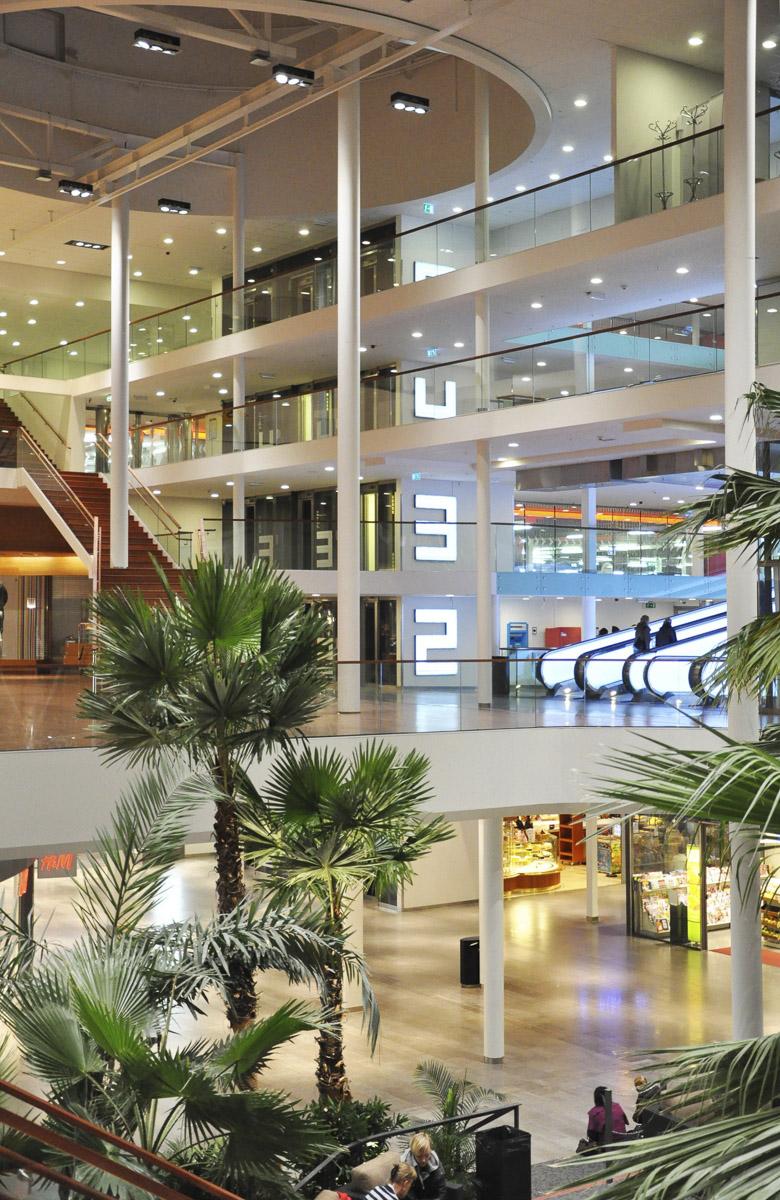 Köpcentrum med golv i kalksten
