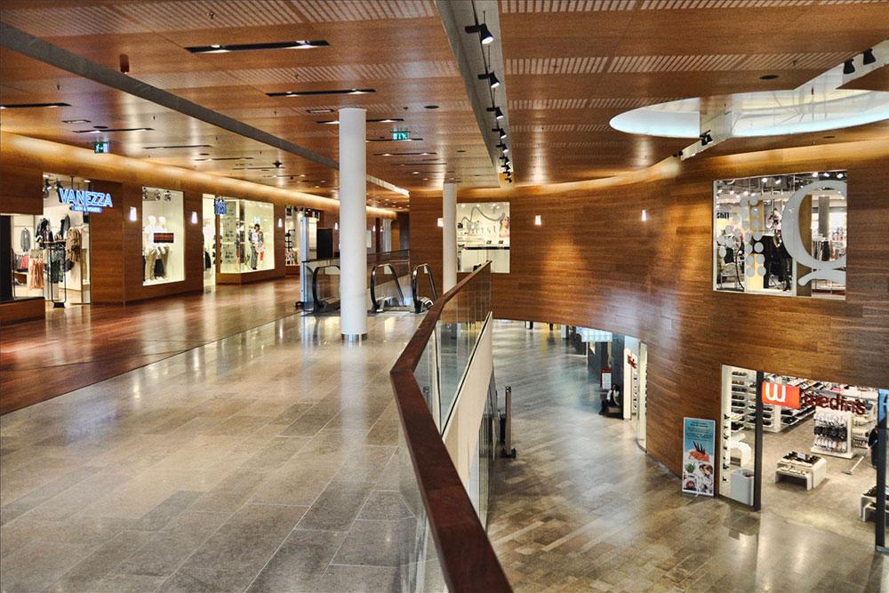 Fransk kalksten på golv i köpcentrum