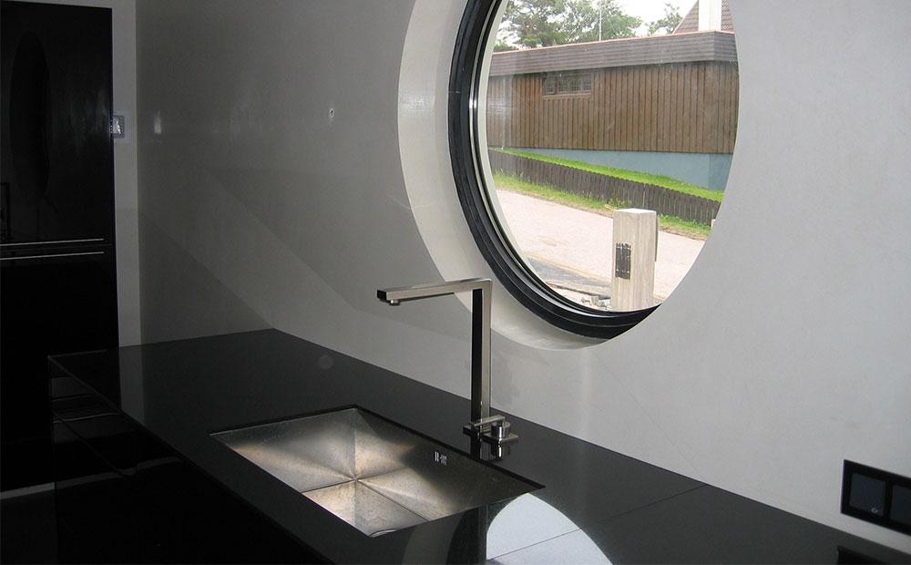 Polerad svart granitbänkskiva med underlimmad vask