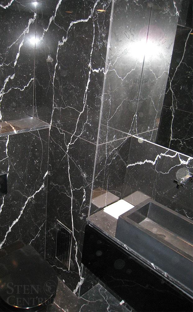 Svart marmor i badrum